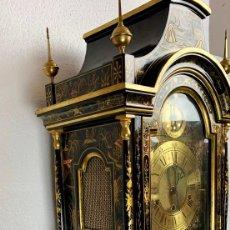 Relojes de pie: ANTIGUO RELOJ DE PIE CON CAJA EN MADERA DECORACIÓN RELIEVES MOTIVOS CHINOS ,FUNCIONANDO CON SONERÍA . Lote 173823762
