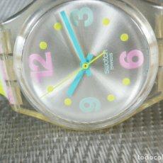 Relojes de pie: ALEGRE Y VERANIEGO SWATCH BUEN ESTADO FUNCIONA PERFECTO AÑO 2005 LOTE WATCHES. Lote 173878727