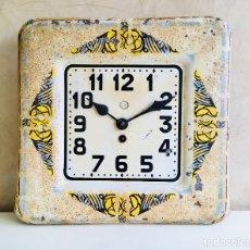 Relojes de pie: ANTIGUO RELOJ MECÁNICO DE PARED CON MÁQUINA MECANICA DE CUERDA FRANCESA MF DECORACION RUSTICA. Lote 176667179