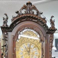 Relojes de pie: RELOJ DE PIE SONRÍA. CAJA DE MADERA TALLADA. REGULADORA PORTUGUESA. FUNCIONA PERFECTO.. Lote 177963982