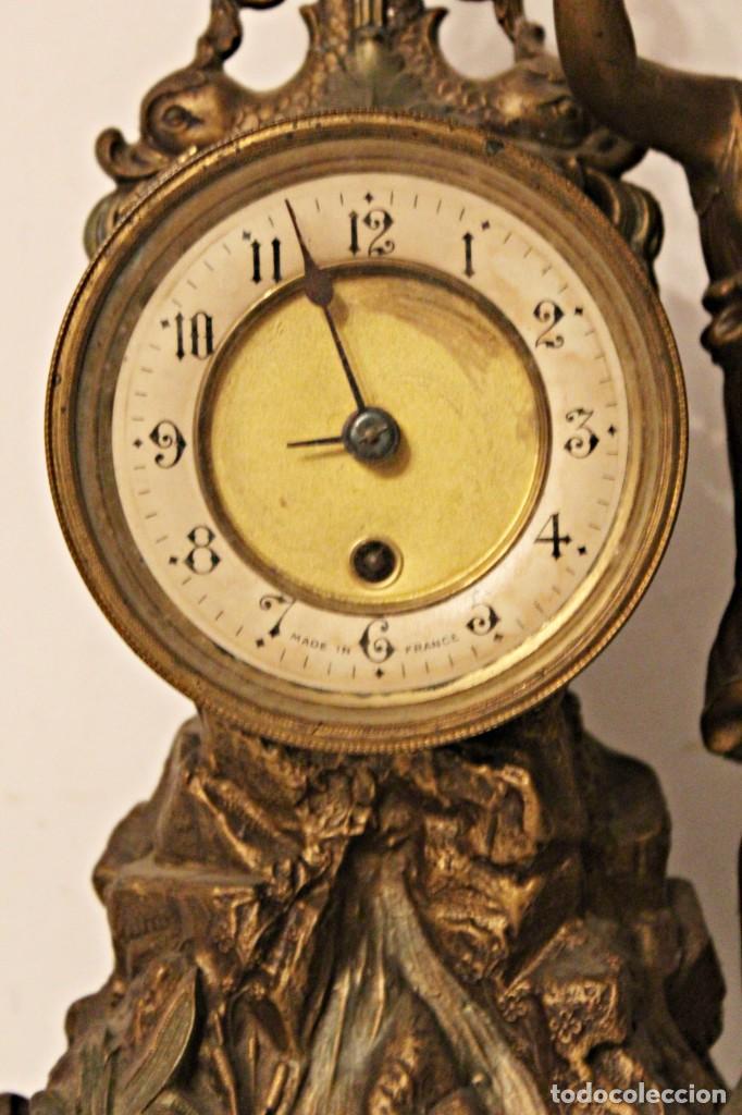 Relojes de pie: Conjunto de reloj y jarrones. Art Nouveau (3) 1900´s- Estilo Rococó - Calamina/Zamack - Foto 6 - 192674613