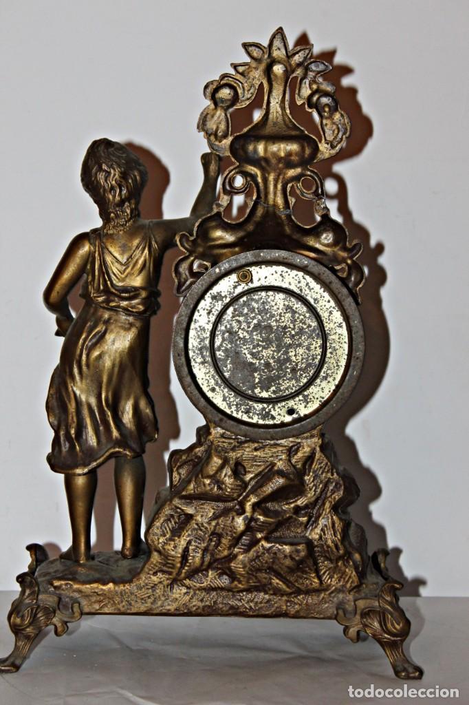 Relojes de pie: Conjunto de reloj y jarrones. Art Nouveau (3) 1900´s- Estilo Rococó - Calamina/Zamack - Foto 10 - 192674613