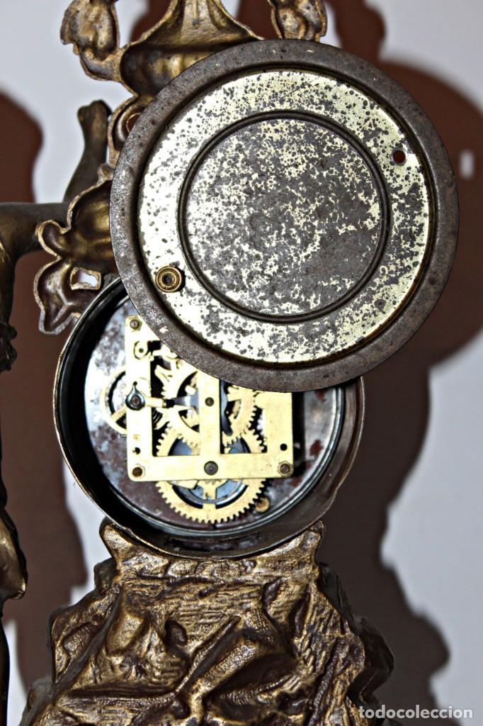 Relojes de pie: Conjunto de reloj y jarrones. Art Nouveau (3) 1900´s- Estilo Rococó - Calamina/Zamack - Foto 11 - 192674613