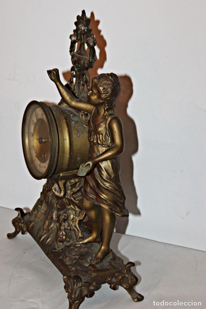 Relojes de pie: Conjunto de reloj y jarrones. Art Nouveau (3) 1900´s- Estilo Rococó - Calamina/Zamack - Foto 14 - 192674613