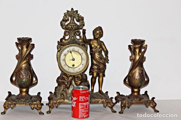 Relojes de pie: Conjunto de reloj y jarrones. Art Nouveau (3) 1900´s- Estilo Rococó - Calamina/Zamack - Foto 17 - 192674613