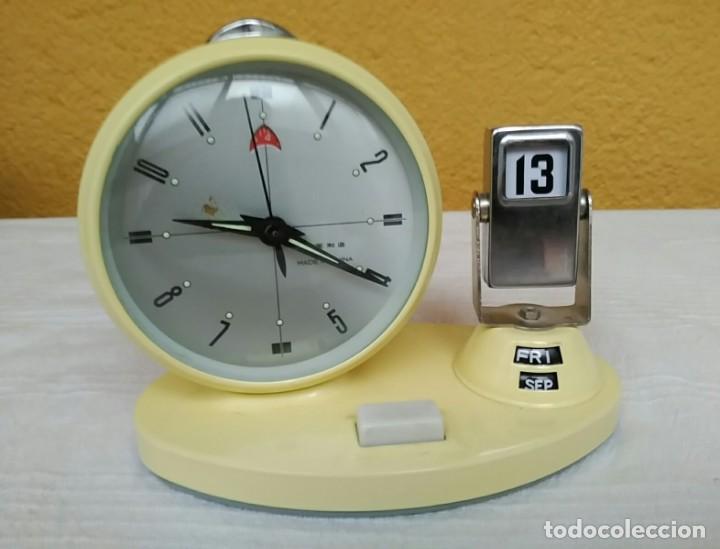 Relojes de pie: Antiguo reloj despertador calendario semanario de cuerda vintage - Foto 3 - 196054497