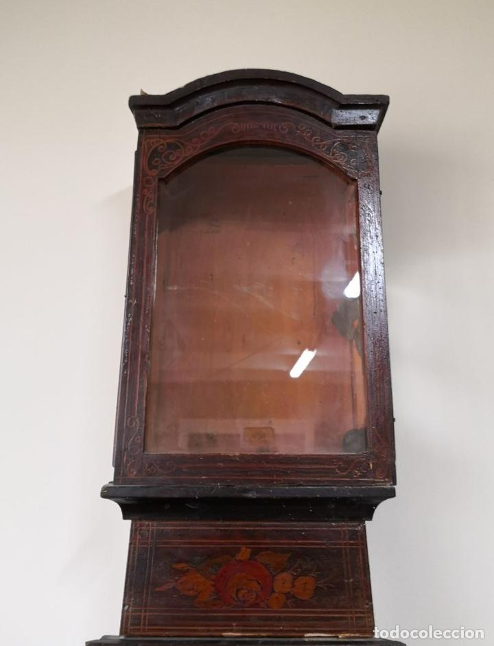 Relojes de pie: ESTRUCTURA DE RELOJ DE PIE. MADERA POLICROMADA. ESPAÑA. SIGLO XIX. - Foto 2 - 197312920