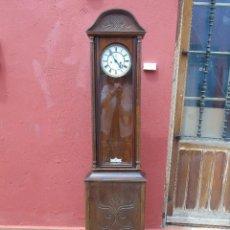 Relojes de pie: ANTIGUA CAJA DE MADERA DE PIE, PARA RELOJ, CON CRISTAL DELANTERO Y LATERAL, CONSERVA PARTE DEL RELOJ. Lote 204187956
