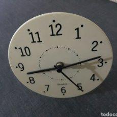 Relógios de pé: RELOJ DE MESA , PLASTICO . PILA. Lote 205125448