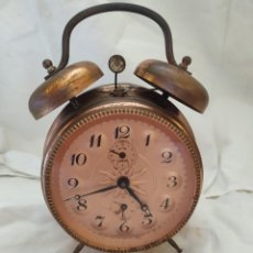 Relojes de pie: RELOJ DESPERTADOR LATÓN CINCELADO. Lote 206861782