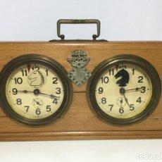 Relógios de pé: ANTIGUO RELOJ DOBLE CRONOMETRO MADERA AJEDREZ. Lote 213940690