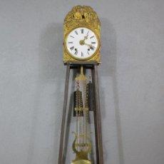 Relógios de pé: ANTIGUA MAQUINA DE RELOJ DE PIE - RELOJ MOREZ, FRANCIA - PÉNDULO DE LIRA - FUNCIONA - S. XIX. Lote 214352066