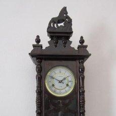 Relógios de pé: RELOJ ANTIGUO DE PARED MECÁNICO CON SU PÉNDULO - LA CUERDA DURA 31 DÍAS DA SUS CAMPANADAS Y FUNCIONA. Lote 215744953