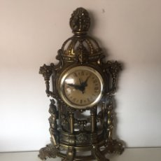 Relojes de pie: RELOJ LATÓN BARROCO DE PILA. Lote 221507432