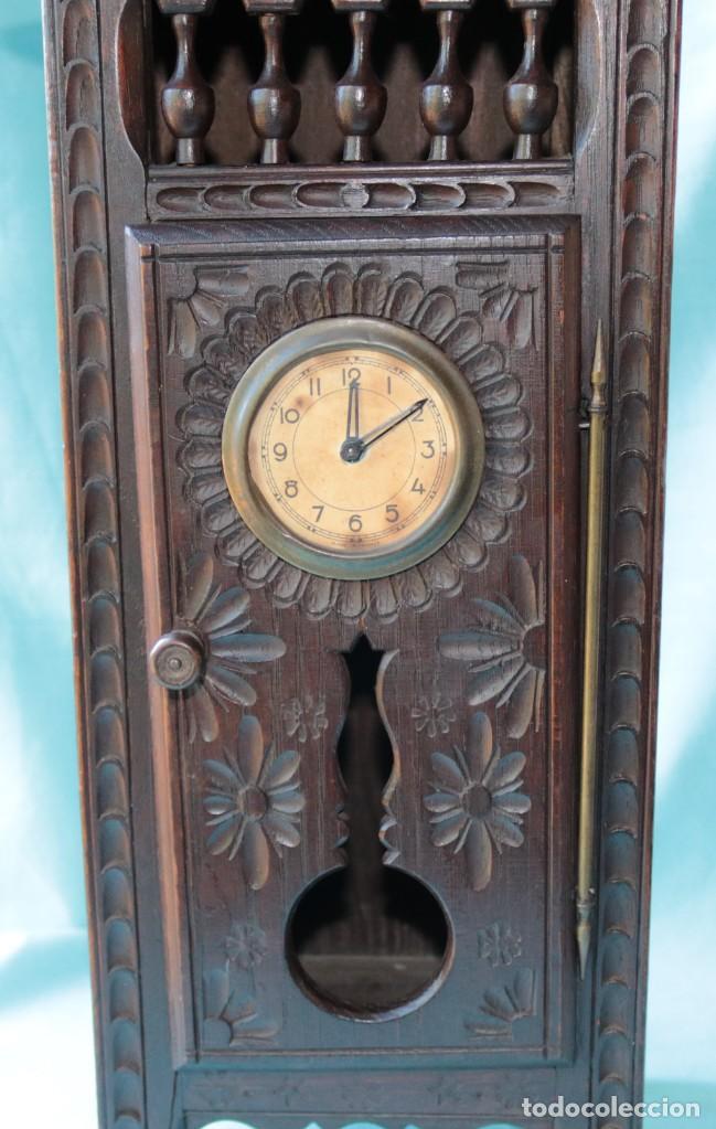 Relojes de pie: Armario miniatura vintage con reloj. Vintage miniature cupboard with clock. - Foto 5 - 225346990