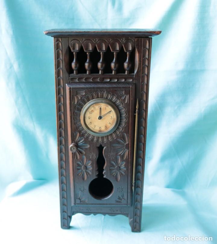 Relojes de pie: Armario miniatura vintage con reloj. Vintage miniature cupboard with clock. - Foto 12 - 225346990