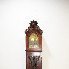 Relojes de pie: RELOJ ANTIGUO DE PIE CAJA DE MADERA TALLADA Y MAQUINARIA TEMPUS FUGIT. Lote 229407120