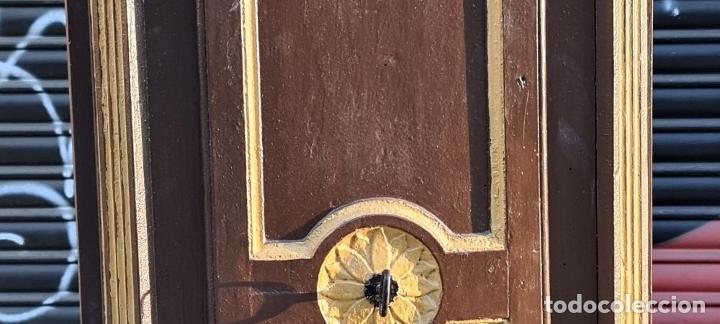 Relojes de pie: MUEBLE PARA RELOJ DE PARED. ESTILO NEOCLÁSICO. MADERA POLICROMADA. SIGLO XVIII-XIX. - Foto 6 - 229494735