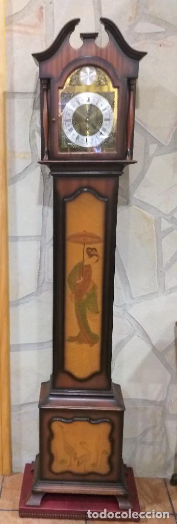 RELOJ DE PIE MAQUINARIA DE CARRILLÓN.CUERDA MANUAL. CAJA DE MADERA CON PINTURAS ORIENTALES (Relojes - Pie Carga Manual)
