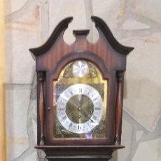 Relojes de pie: RELOJ DE PIE MAQUINARIA DE CARRILLÓN.CUERDA MANUAL. CAJA DE MADERA CON PINTURAS ORIENTALES. Lote 237292555