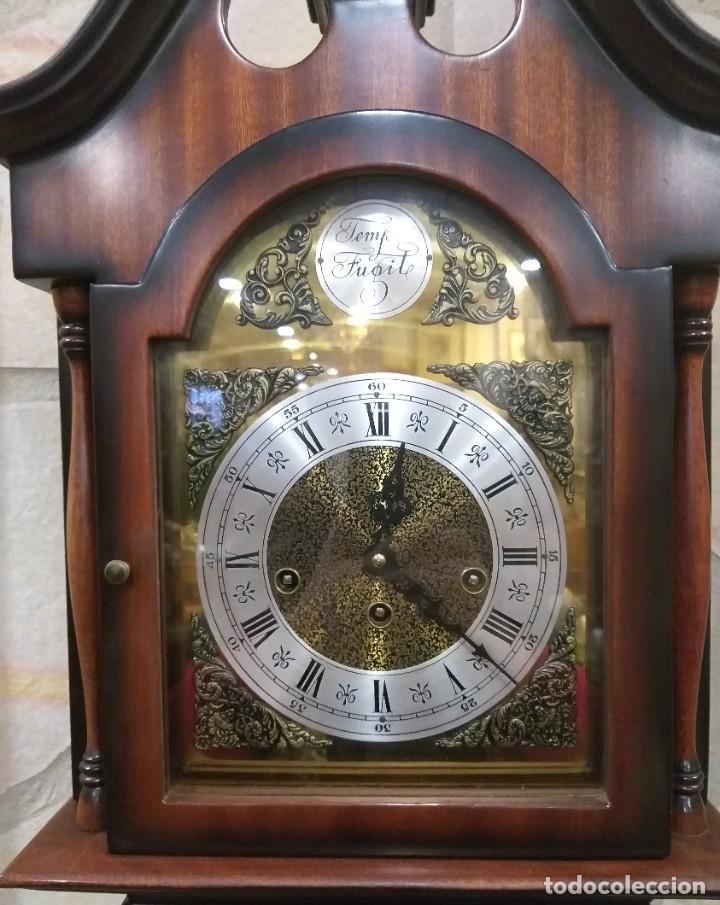Relojes de pie: RELOJ DE PIE MAQUINARIA DE CARRILLÓN.CUERDA MANUAL. CAJA DE MADERA CON PINTURAS ORIENTALES - Foto 2 - 237292555