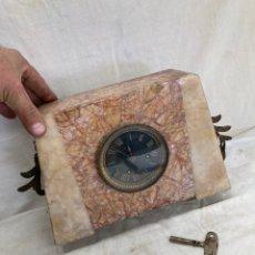 Relógios de pé: ANTIGUO RELOJ DE MESA,DE MARMOL!. Lote 247005665