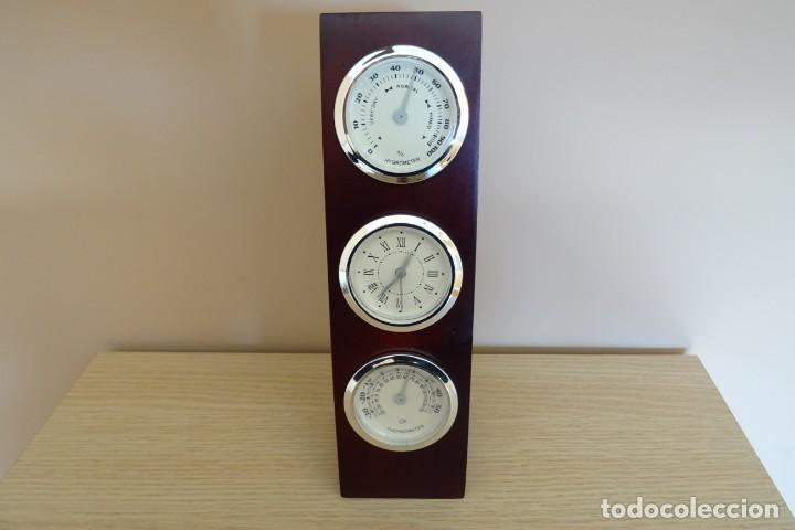 ESTACIÓN METEOROLÓGICA DE SOBREMESA EN MADERA CON RELOJ, HIGRÓMETRO Y TERMÓMETRO (Relojes - Pie Carga Manual)