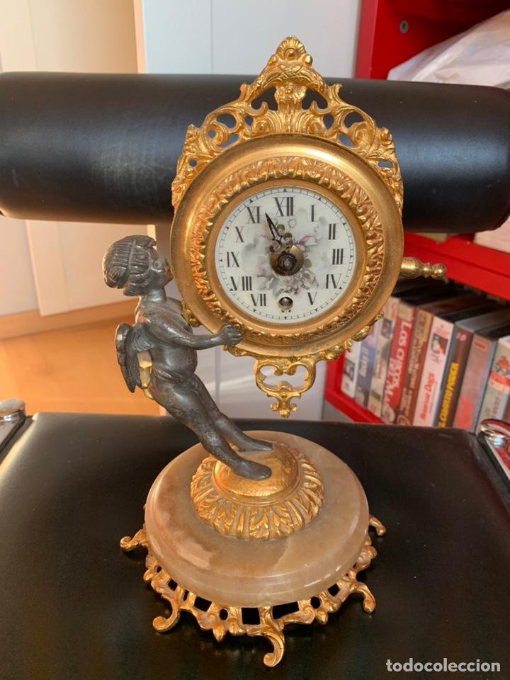 ANTIGUO RELOJ. CON QUERUBIN. MAQUINARIA EMES 52. A REVISAR (Relojes - Pie Carga Manual)