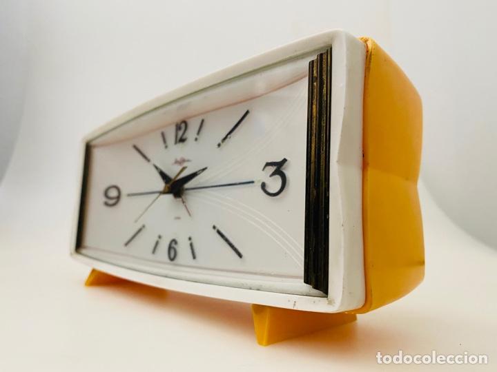 RHYTHM JAPAN CLOCK (Relojes - Pie Carga Manual)