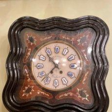 Relojes de pie: RELOJ PARED SIGLO XIX. 49 X 49. ESFERA DE ALABASTRO. INCRUSTACIONES DE NÁCAR.. Lote 252928585