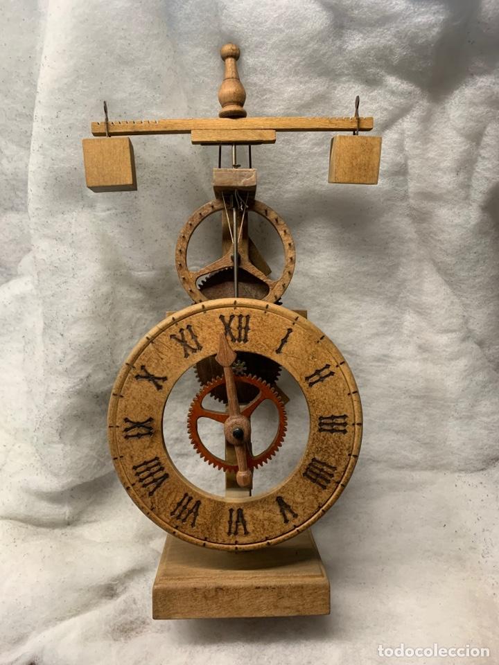 RELOJ ANTIGUO MEDIEVAL PRESTIGIOSA MARCA ARDAVIN (Relojes - Pie Carga Manual)