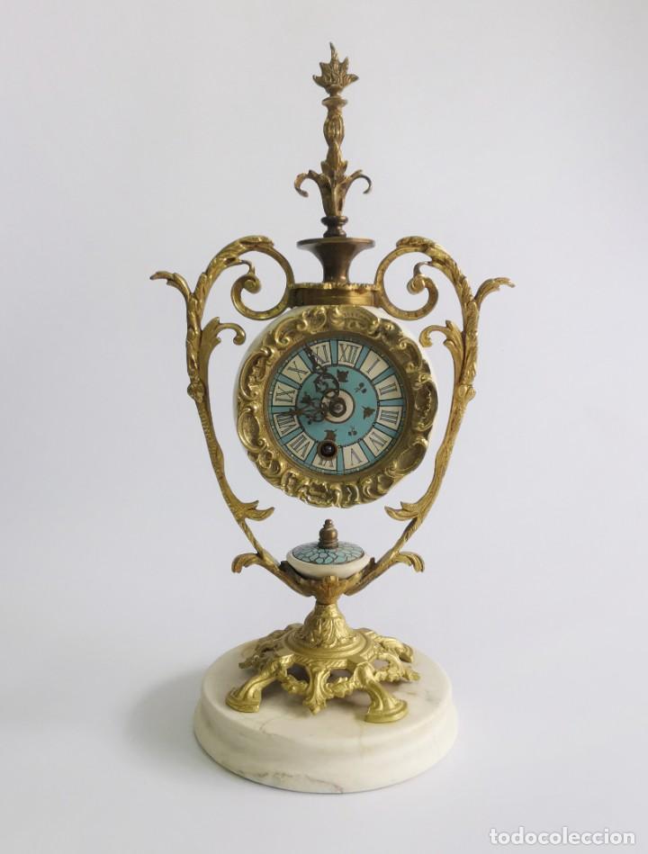 ANTIGUO PRECIOSO RELOJ MECÁNICO DE BRONCE. 45 CM. (Relojes - Pie Carga Manual)