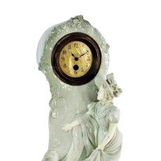 Relojes de pie: BELLÍSIMO RELOJ EN PORCELANA DE PPS S XX ART NOUVEAU. Lote 135394810
