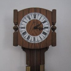 Relojes de pie: RELOJ ANTIGUO DE PARED ALEMÁN CON SU SISTEMA DE PESAS Y PÉNDULO, FUNCIONA BIEN Y DA SUS CAMPANADAS. Lote 257294510