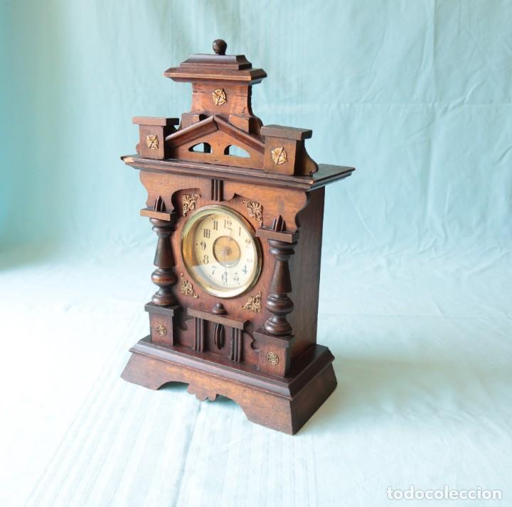 RELOJ AUSTRIACA CON DESPERTADOR ORGANILLO. AUSTRIAN CLOCK WITH BARREL ORGAN ALARM CLOCK. (Relojes - Pie Carga Manual)
