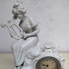 Relojes de pie: ANTIGUO RELOJ EN PORCELANA BISCUIS. Lote 262805835