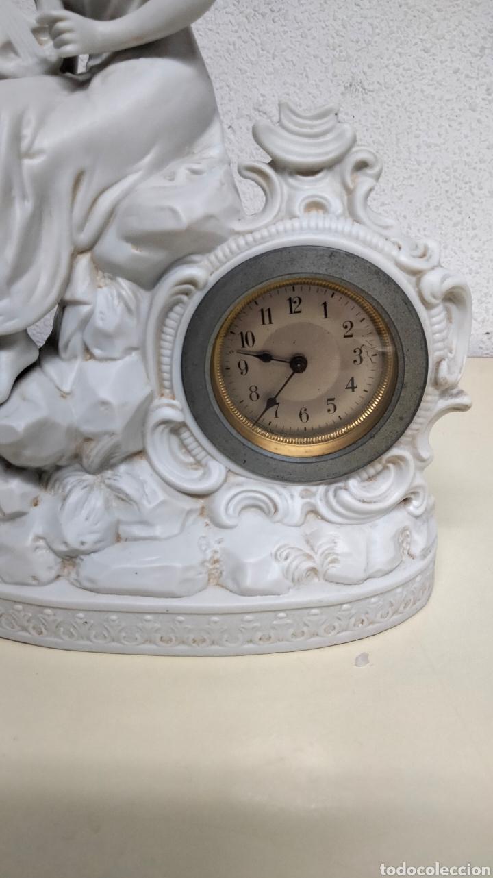 Relojes de pie: ANTIGUO RELOJ EN PORCELANA BISCUIS - Foto 3 - 262805835
