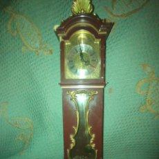 Relojes de pie: RELOJ DE PÉNDULO PEQUEÑO FUNCIONANDO ANTIGUO. Lote 274908603