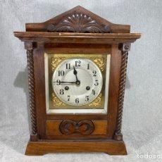 Relojes de pie: ANTIGUO RELOJ DE CUERDA DE SOBRE MESA -. Lote 285561698