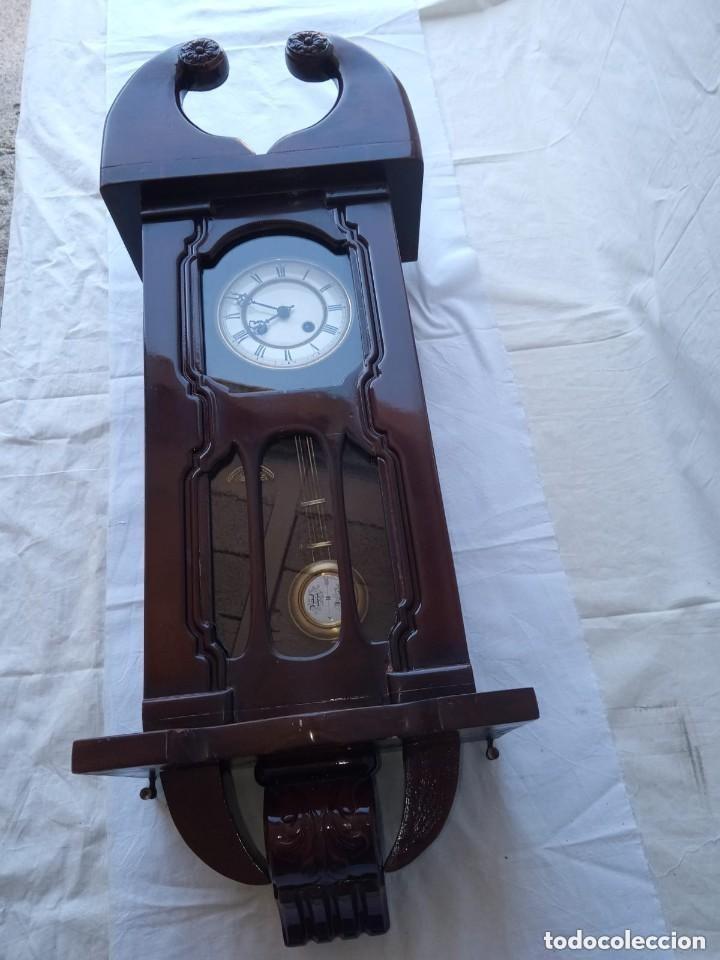 RELOJ ANTIGUO DE PARED MECÁNICO CON SU PÉNDULO A CUERDA (Relojes - Pie Carga Manual)