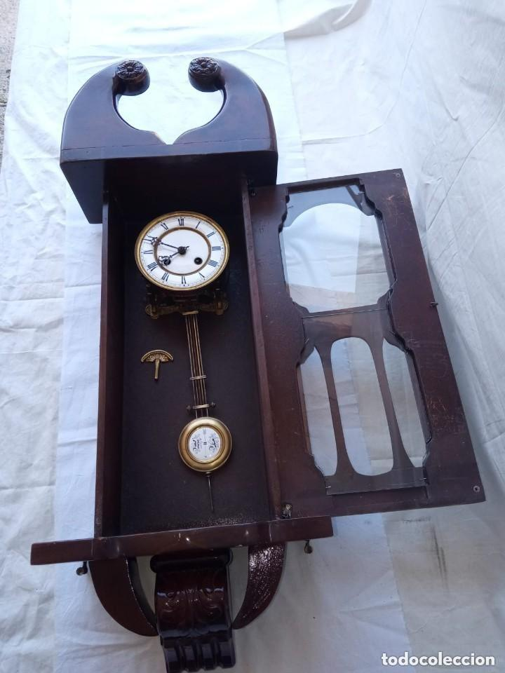 Relojes de pie: Reloj antiguo de pared mecánico con su péndulo a cuerda - Foto 3 - 287410463