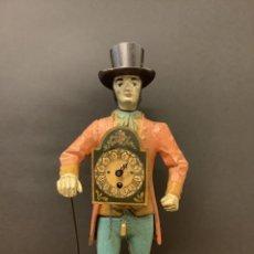 Relojes de pie: ANTIGUA FIGURA DE METAL - CABALLERO SOMBRERO DE COPA CON RELOJ ESTILO RATERA. Lote 287752728