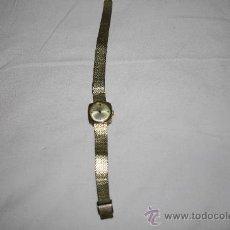 Relojes de pulsera: RE088 RELOJ SARCAR PARA MUJER - CAJA Y CORREA DORADAS - PRECISA REPARACIÓN. Lote 26537758