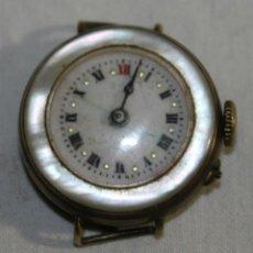 Relojes de pulsera: RELOJ DE PULSERA EN METAL DORADO Y TAPAS DE NÁCAR - SWISS MADE - PRINCIPIOS S.XX. Lote 42142354