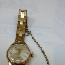 Relojes de pulsera: RELOJ CENTENARIO DE SEÑORA DORADO CON PRECIOSA CORREA Y CADENA DE SEGURIDAD. Lote 47983586