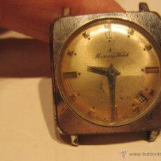 reloj de pulsera cuadrado