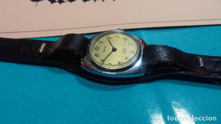 Relojes de pulsera: Botito reloj de cuerda Leonix, muy antiguo, funcionando - Foto 2 - 70253161
