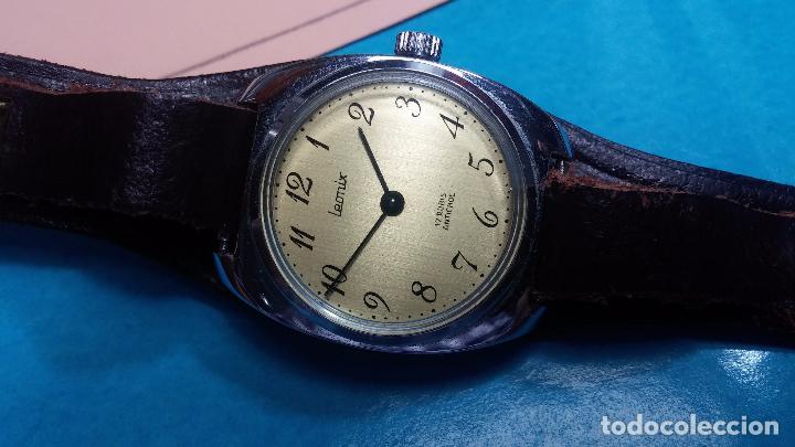 Relojes de pulsera: Botito reloj de cuerda Leonix, muy antiguo, funcionando - Foto 3 - 70253161