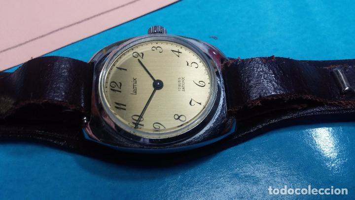 Relojes de pulsera: Botito reloj de cuerda Leonix, muy antiguo, funcionando - Foto 4 - 70253161