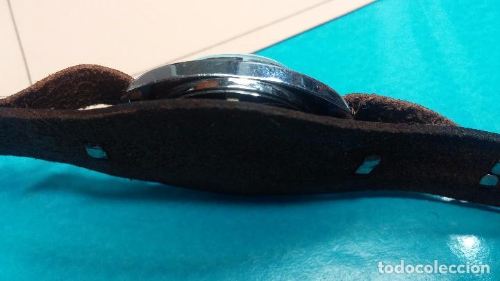 Relojes de pulsera: Botito reloj de cuerda Leonix, muy antiguo, funcionando - Foto 5 - 70253161